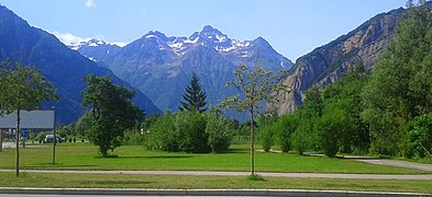 Paysage vers le Bourg d'Oisans - panoramio.jpg