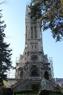 Petit Lourdes d'Herouville St Clair en travaux, avril 2017.jpg