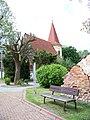 Petrovice, kostel a lavička.jpg