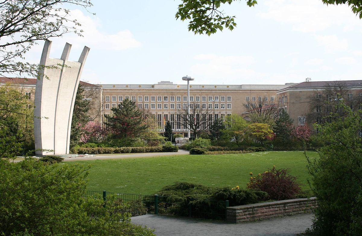 Platz Der Luftbr Cke Wikipedia