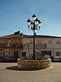 Plaza con farola en Redueña.jpg