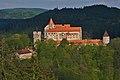 Pohled na Pernštejn z vyhlídky Maria Laube, Nedvědice, okres Brno-venkov.jpg