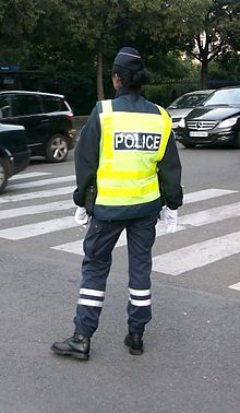 Police nationale avec gilet fluo à Paris.JPG