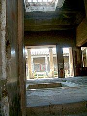 Pompeje dom perystyl.jpg