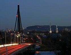 Ahuntsic-Cartierville visto da Laval attraverso il ponte Papineau-Leblanc