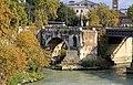 Ponte Rotto, Pons Aemilius, primo ponte in muratura di Roma (179 a.C.) deve il suo nome alla grande alluvione del 1598, che fece crollare 3 delle sue 6 arcate, mai più ricostruite. - panoramio.jpg
