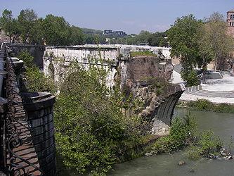 Ponte Rotto and Isola Tiberina 2.jpg