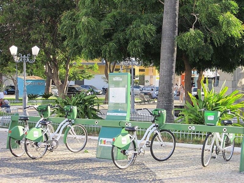 File:Ponto de aluguel de bicicleta em Petrolina, Pernambuco.jpg