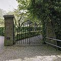 Poort met entree naar begraafplaats - Ravenstein - 20373840 - RCE.jpg