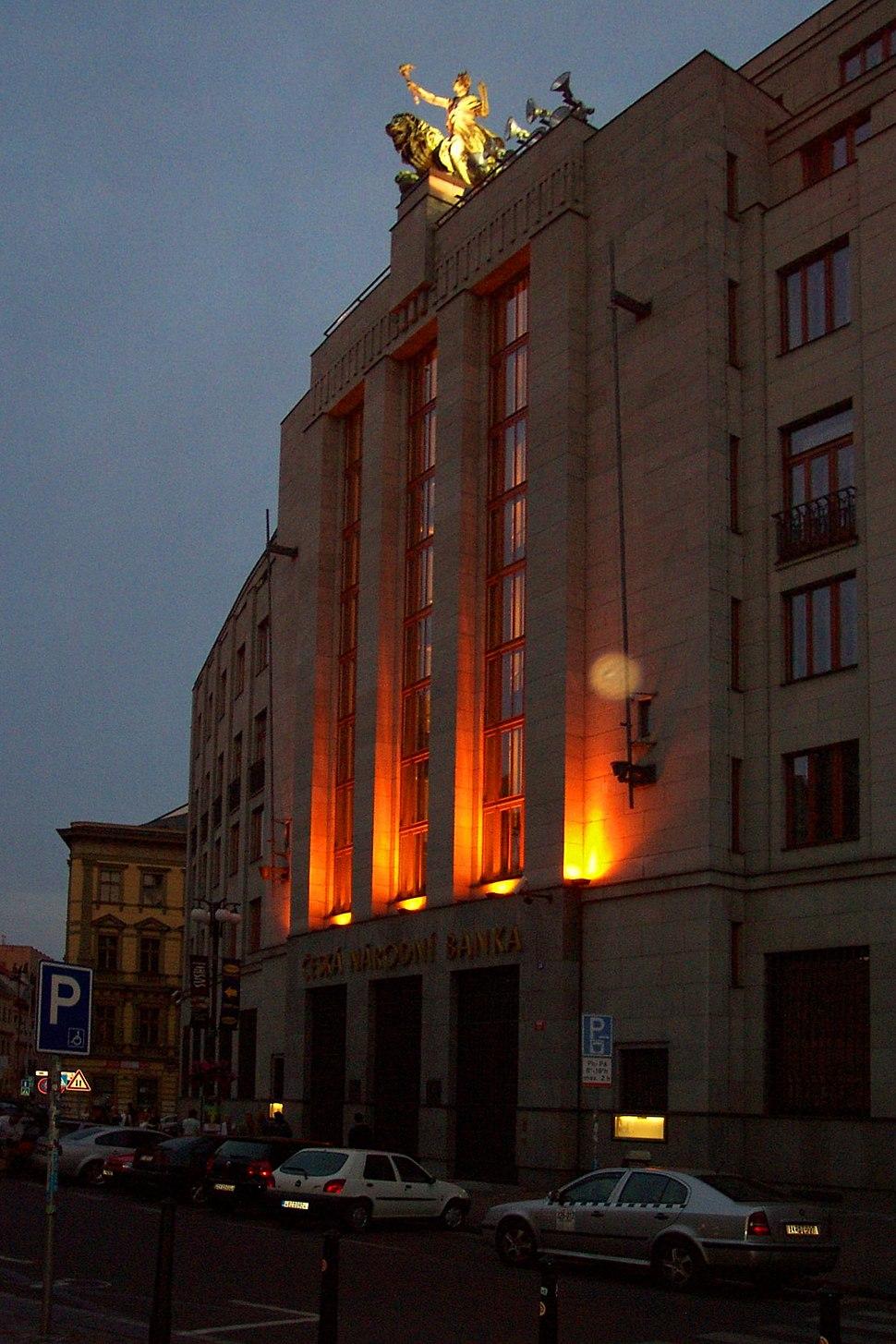 Praha, Nové město, budova ČNB při soumraku