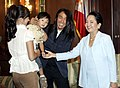 President Gloria Macapagal-Arroyo receives Filipino singer-songwriter Arnel Pineda.jpg