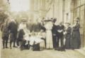 Princesa Isabel e o Conde d'Eu, com família e amigos.tif