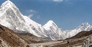 Lingtren - Pumori, Lingtren and Khumbutse panorama