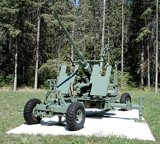 Bofors 40 mm gun - Q.F. 40 mm Mk. 1 displayed at CFB Borden. This example mounts a Stiffkey Sight, and displays the additional armor protecting the gunners.