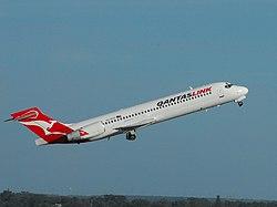 QantasLink B717-231 (VH-NXO) departing Perth Airport.jpg