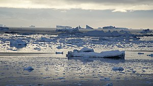 Oqaatsut - Image: Qeqertarsuup tunua oqaatsut ilulissat