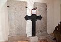 Röbel, Marienkirche, Grabsteine mit Kreuz.jpg