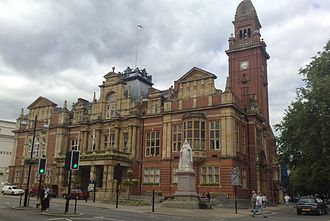 Leamington Spa - The town hall with Queen Victoria's statue