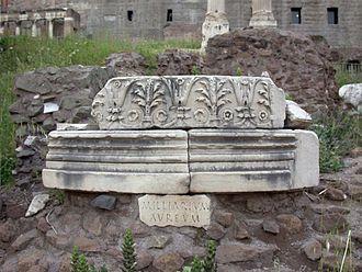 """Milliarium Aureum - Remains labeled """"Milliarium Aureum"""" in the Roman Forum"""