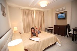 English: Apartment bedroom at the Avillion hol...