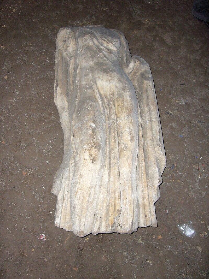 S Crisogono sub - rilievo romano 1120226.JPG