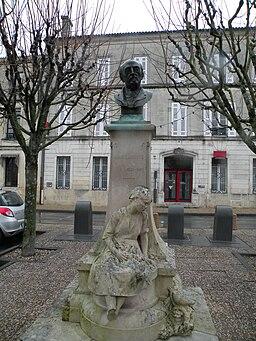 Saint-Jean-d'Angély statueAndréLemoyne
