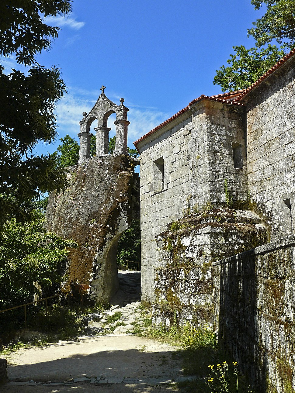 San Pedro de Rocas, Esgos