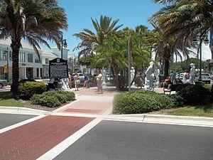 Harding Circle Historic District - Image: Sarasota FL Harding Circle HD St Armands Circle 04