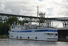 Schleswig-Holstein, Hochdonn, Fähranleger am N-O-Kanal; das Motorschiff Brahe lag dort als Hotelschiff für Wacken Open Air 2015 NIK 5424.jpg