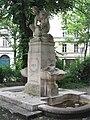 Schnitterinbrunnen Thierschplatz Muenchen-2.jpg