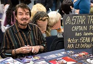 Sean Kenney (actor) - Sean Kenney signing photos at 2011 Chicago Star Trek convention