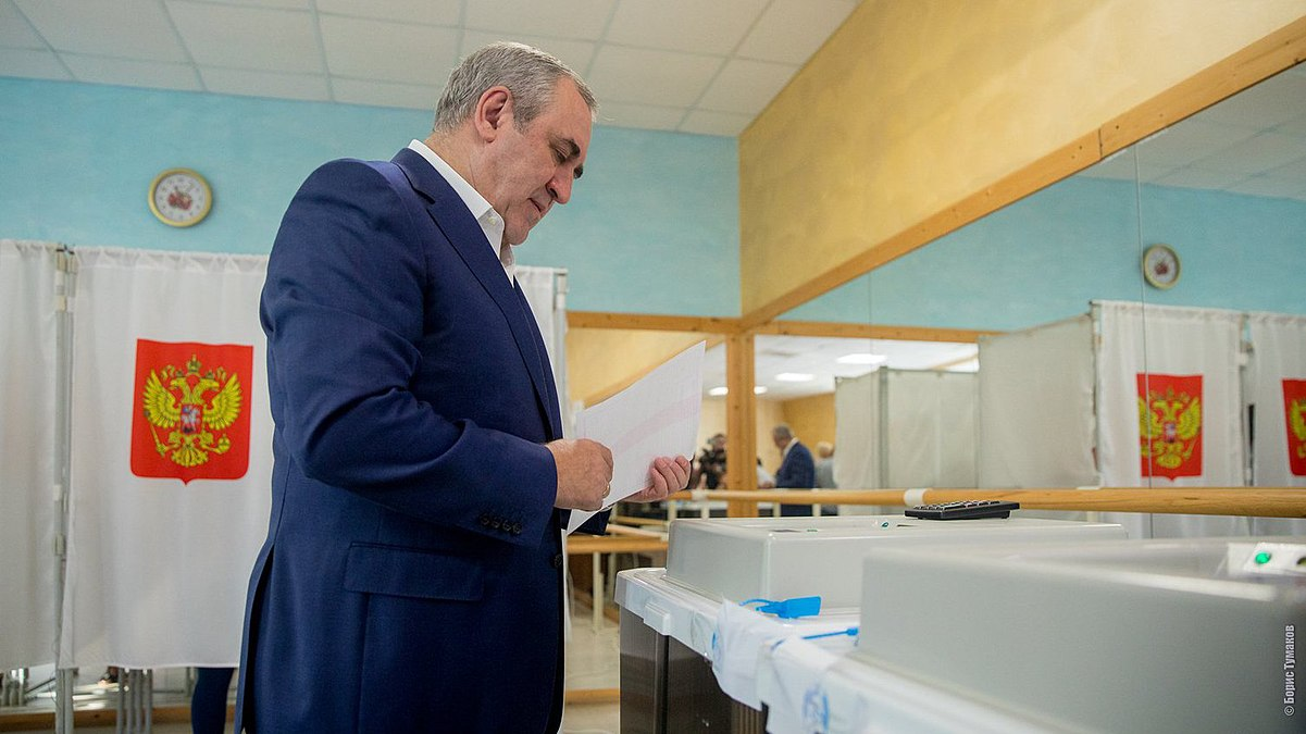 Sergey Neverov vote in the Moscow mayoral election (2018-09-09).jpg