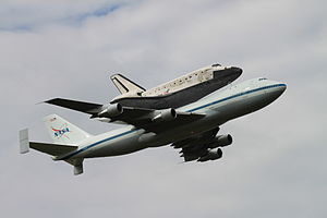 Shuttle Discovery last flyby at Dulles.jpg