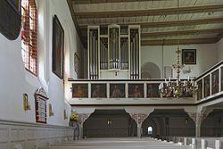Sinstorfer Kirche Innenraum Orgelempore 1.jpg