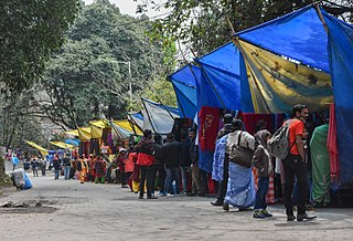 Small shops outside the Darjeeling Zoo.jpg