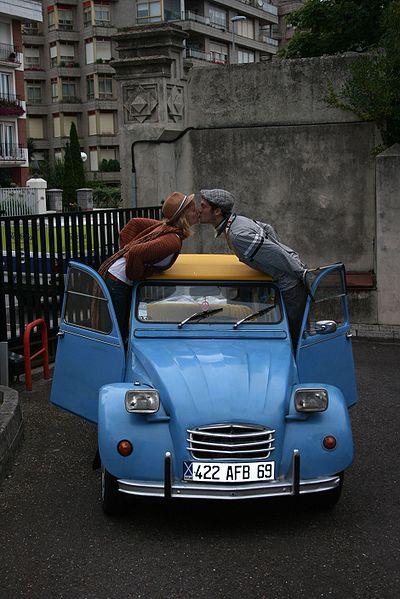 La juventud en vacaciones, la aventura y la felicidad, en Citroën 2CV.