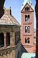 Speyer-Dom-vom Suedwestturm-44-westlicher Vierungsturm-Nordwestturm-gje.jpg