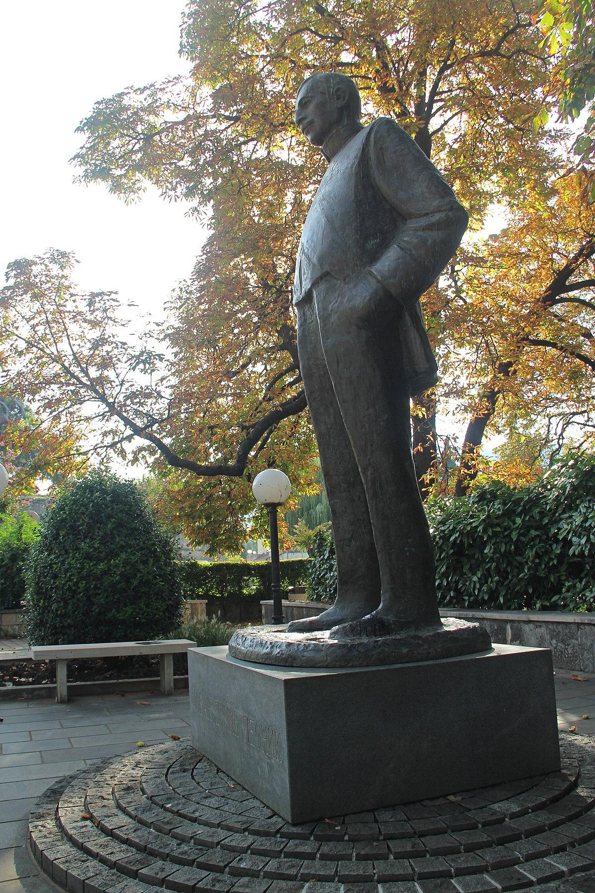 File Spomenik Jovanu Ducicu Trebinje Jpg Wikimedia Commons
