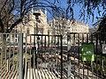 Square Sainte-Marie-Perrin (Lyon) - Église du Saint-Sacrement de Lyon au second plan.jpg