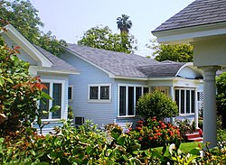 St. Andrews Bungalow Court, Los Angeles.JPG