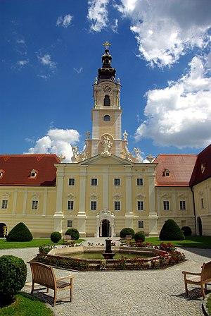 Stift_Altenburg_Kirchturm.jpg