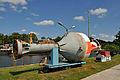Stralsund, Nautineum, Tonnenbahn Elektro-Lok mit Lore (2013-07-30), by Klugschnacker in Wikipedia.JPG