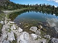 Sul sentiero che costeggia il lago Federa.jpg
