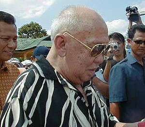 Iskandar of Johor - DYMM Sultan Iskandar Johor at the 9th Pasir Gudang International Kite Festival 2004.