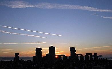 Summer Solstice 2005 Sunrise over Stonehenge 01.jpg