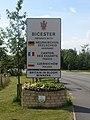 Tablica miejscowosci Bicester, Great Britain.JPG
