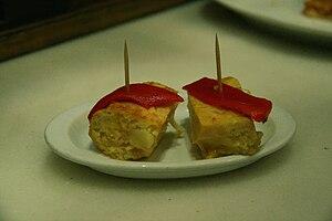 Español: Dos pinchos de tortilla de patatas co...