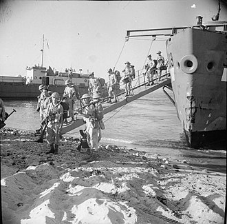 Operation Baytown - British troops, presumably of the 5th Infantry Division, come ashore at Reggio, during the Allied invasion of Italy, September 1943.