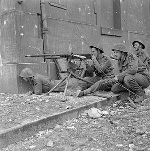 Hotchkiss machine gun - Troops of 1 Kings Own Scottish Borderers (KOSB), 9th Brigade, 3rd Infantry Division, firing a captured Hotchkiss machine gun during street fighting in Caen, 10 July 1944.