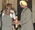 The President, Dr. A.P.J. Abdul Kalam presenting the Padma Shri Award – 2006 to ace Shot-Putter Shri Bahadur Singh Sagoo, in New Delhi on March 20, 2006.jpg